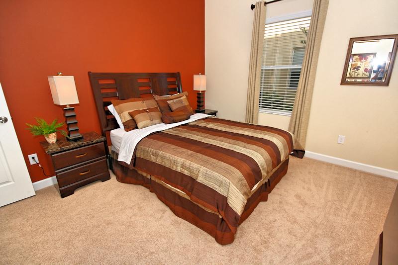 21 Queen Bedroom.jpg