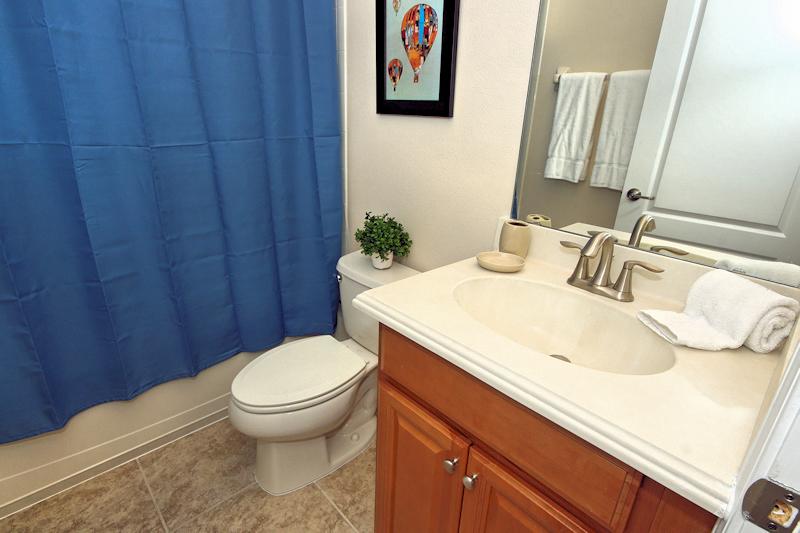 22 Family Bathroom.jpg