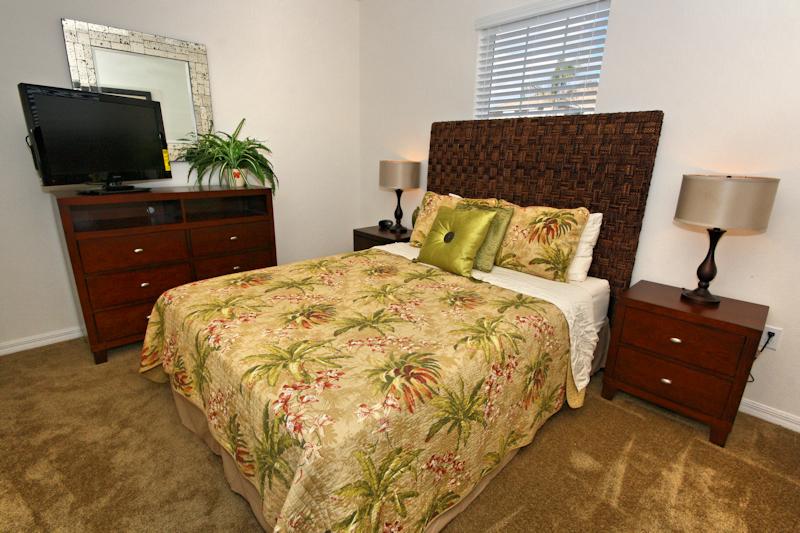 16-Queen_Bedroom_0921.jpg