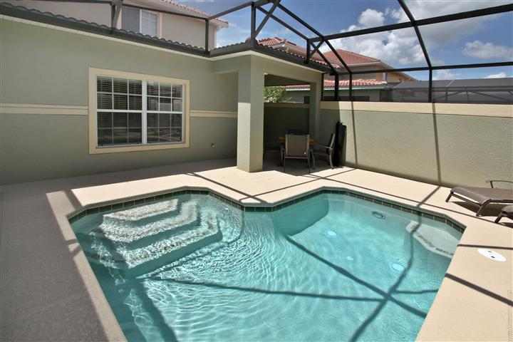 Amazing 5 bedroom Home Located in Paradise Palms