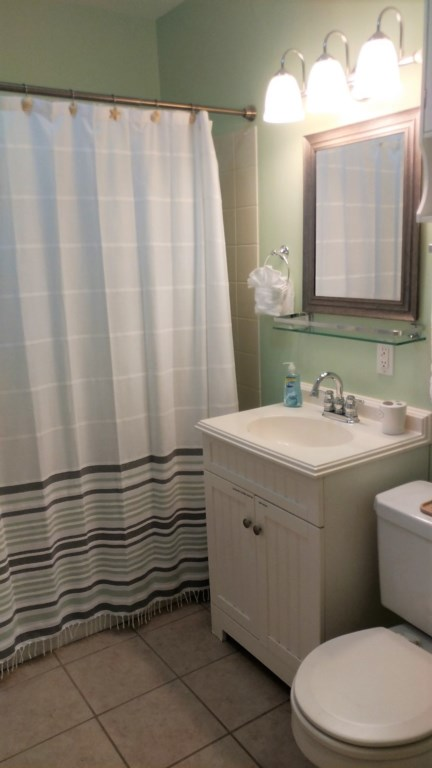 We freshened up the bathroom just for you!