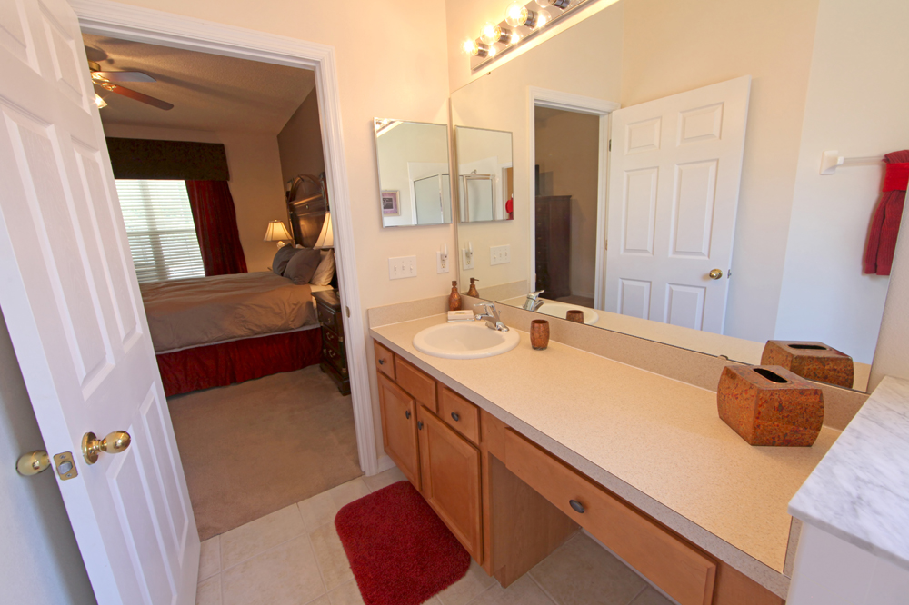 Downstairs-King-Master-Bathroom-2