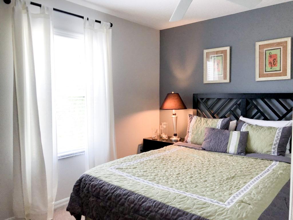 Queen bedroom, 2nd floor, private TV,  overlooks the back yard/garden