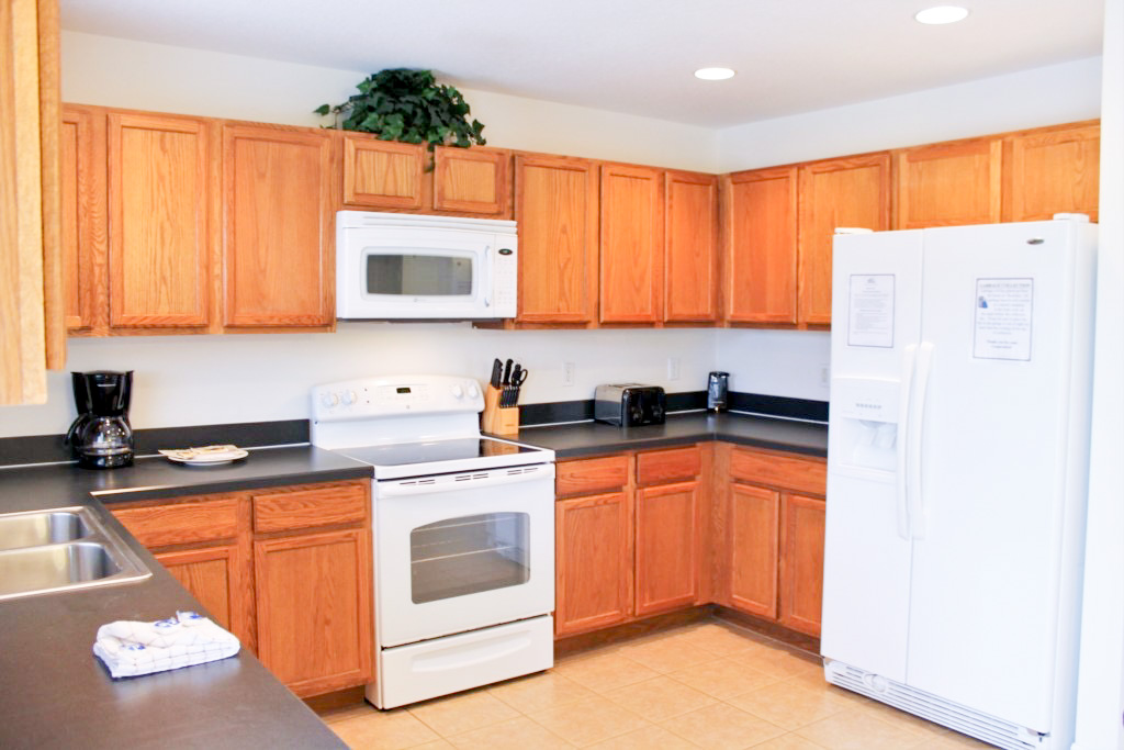 Fully Equipped Kitchen with full size applicances. Perfect for Family Meals!