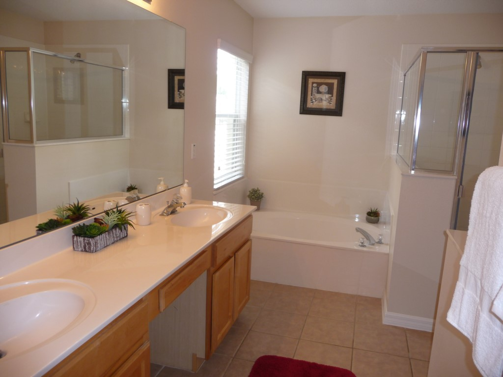 15. Master suite Bathroom