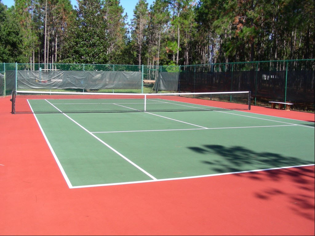 Tennis court for use of guests of villa