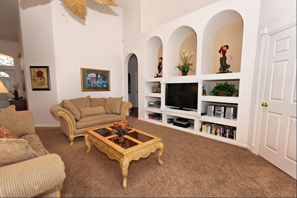 Family room with HDTV, DVD, CD stereo and Wii