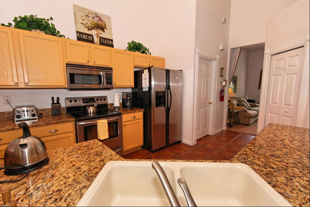 Fully fitted kitchen with everything you'll need