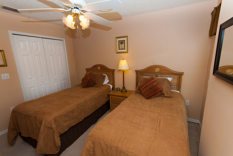 Twin Bedroom with pillow top materess