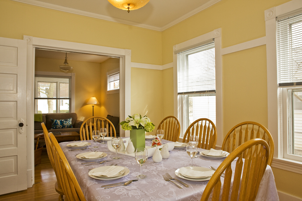 Dining room close to kitchen and pantry - Abigail House - Niagara-on-the-Lake
