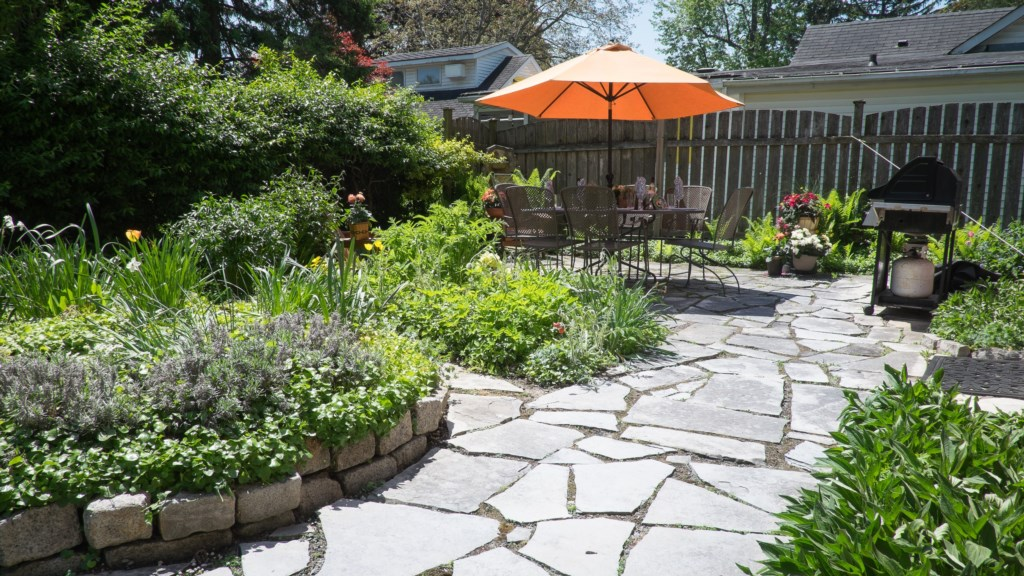 Private outdoor space for grilling out! Abigail House - Niagara-on-the-Lake