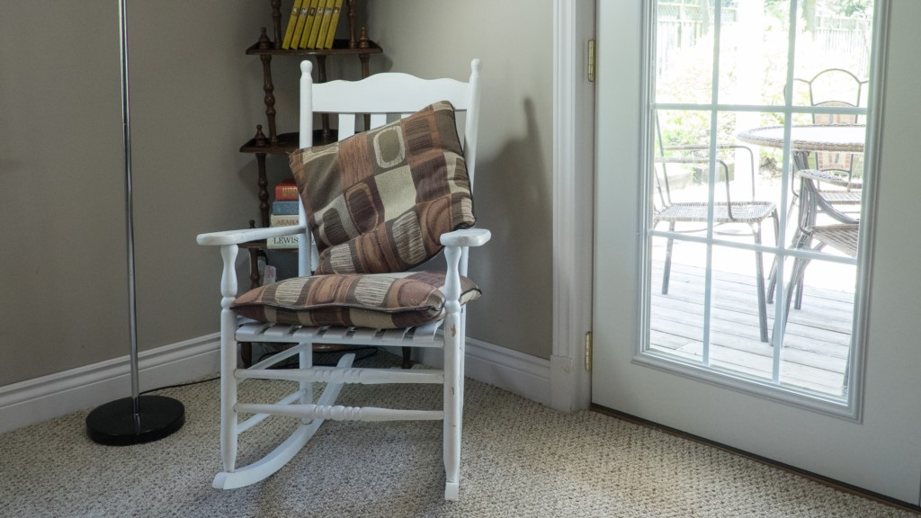 charming rocking chair - Artist's Cottage - Niagara-on-the-Lake