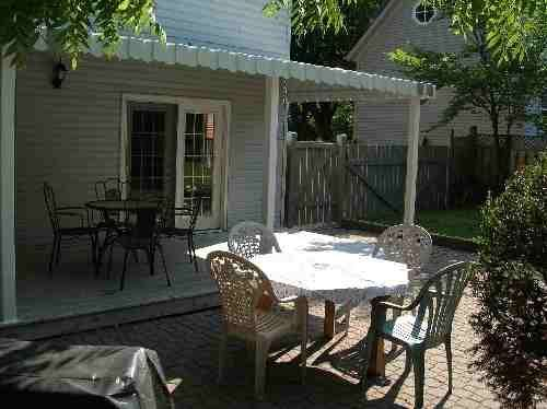 Covered back porch - Artist's Cottage - Niagara-on-the-Lake
