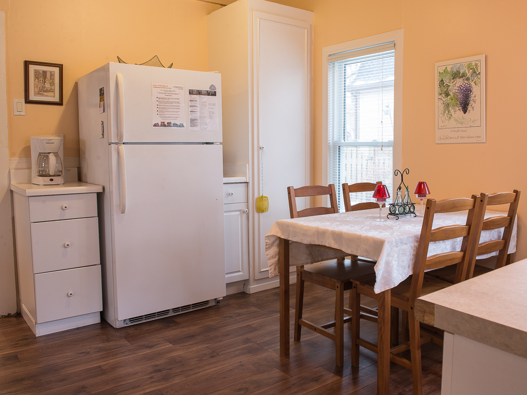 Kitchen - Dreamweaver Cottage - Niagara-on-the-Lake