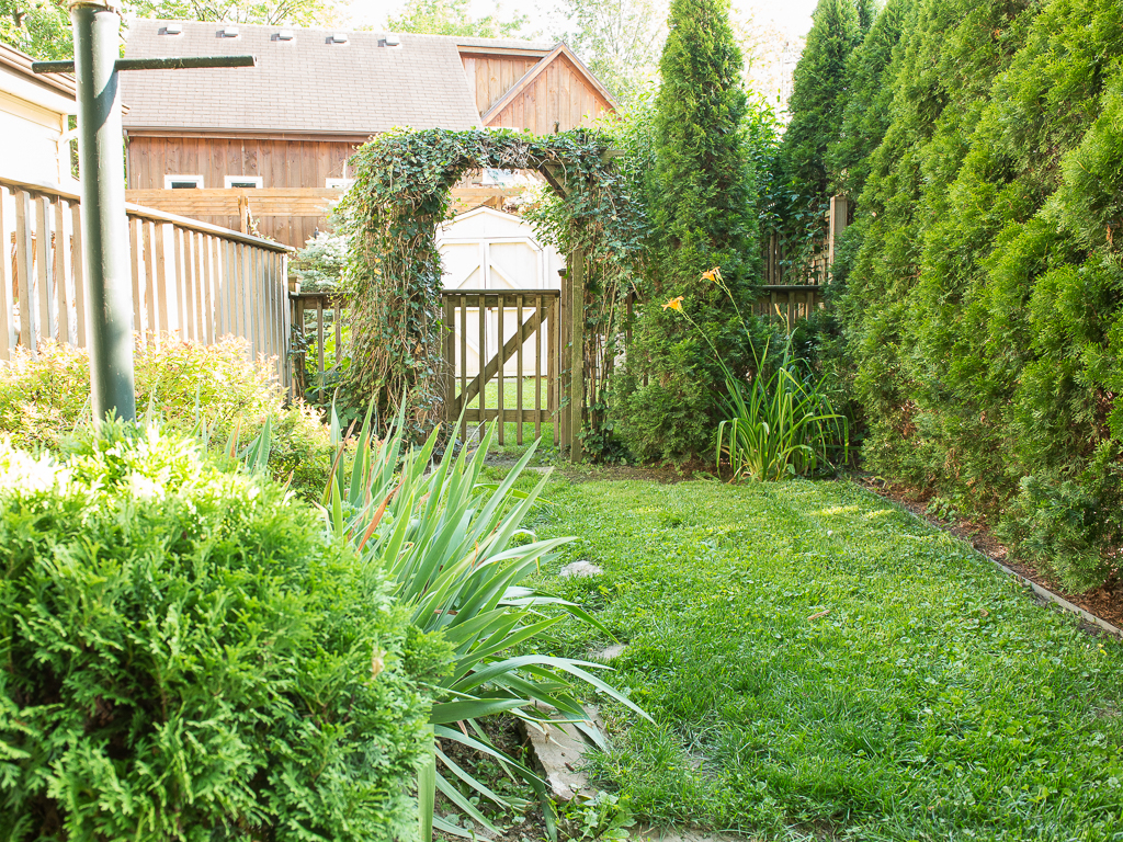 Fenced in backyard for your fur baby - Dreamweaver Cottage - Niagara-on-the-Lake