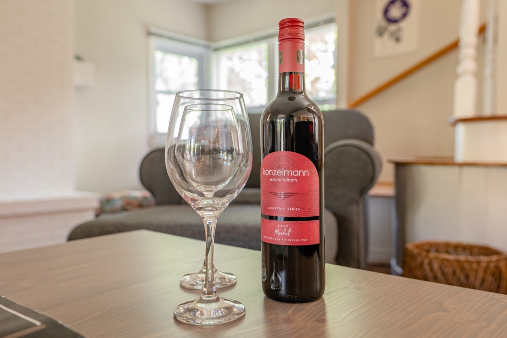 Enjoy a local glass of wine - Dreamweaver Cottage - Niagara-on-the-Lake