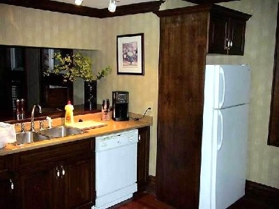 fully equipped kitchen - Governor's Walk - Niagara-on-the-Lake