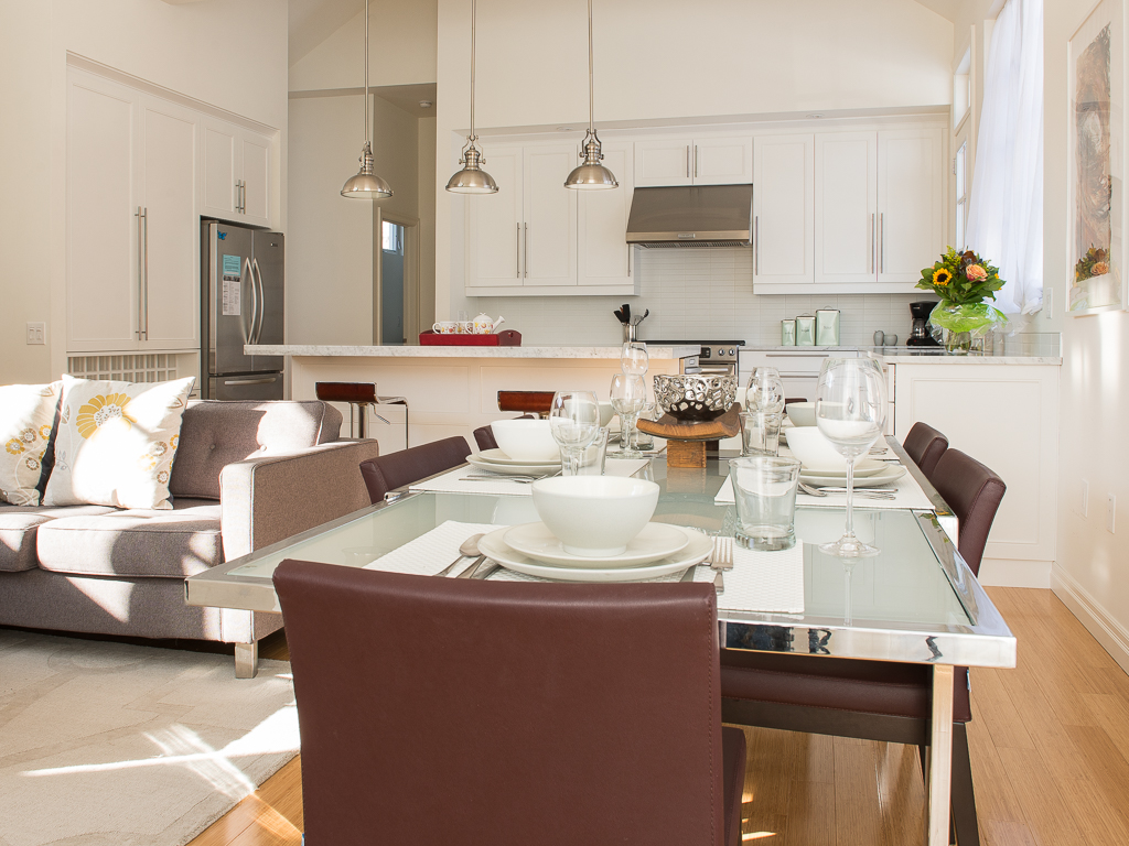 Open concept dining room, living room and kitchen - Peaks on Gate - Niagara-on-the-Lake