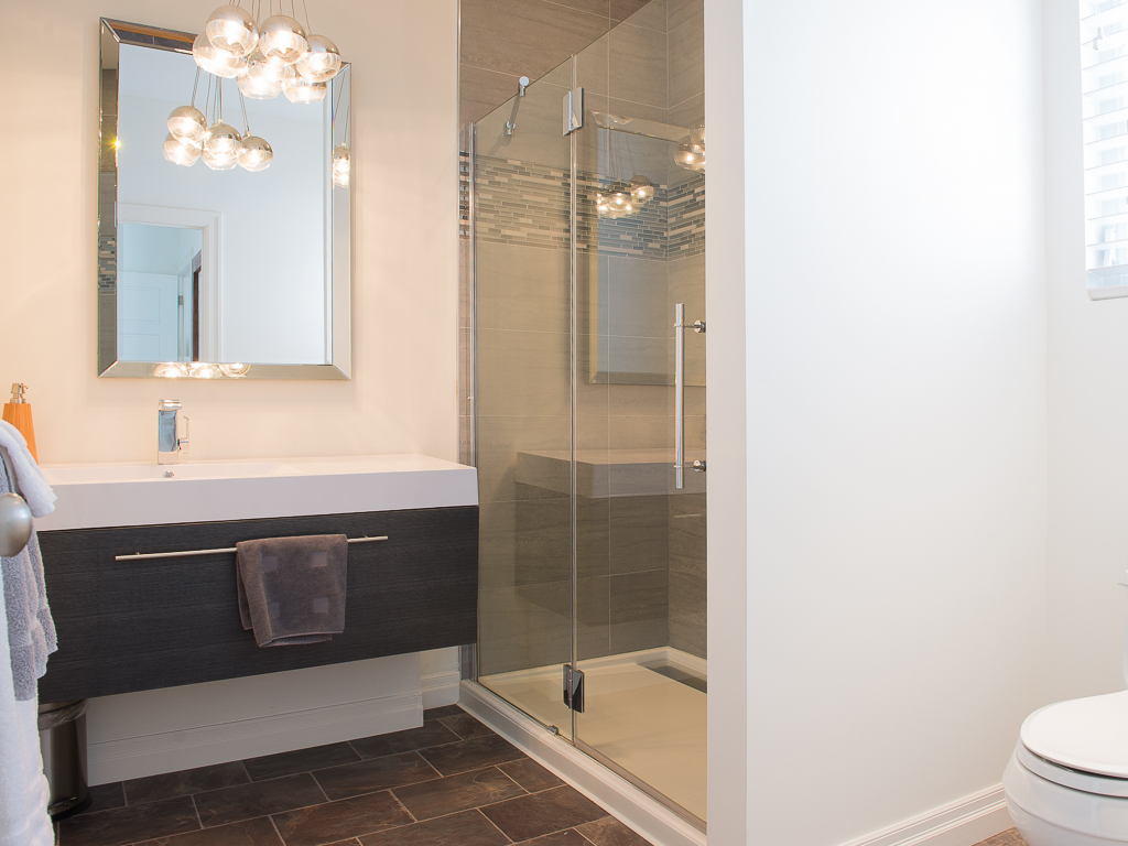 Main floor master ensuite - Peaks on Gate - Niagara-on-the-Lake