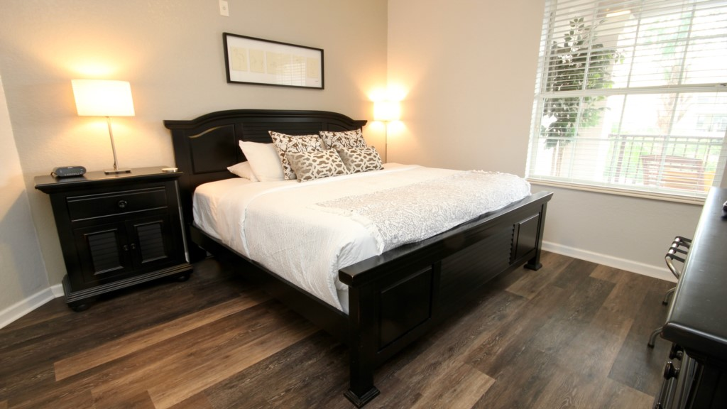 Guest bedroom with king size pillowtop mattress