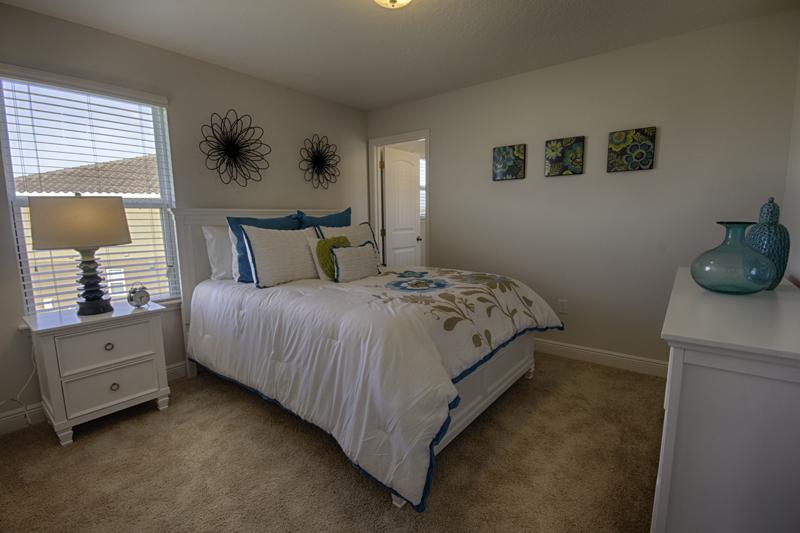 18_Stunning_Bedroom_0721.jpg