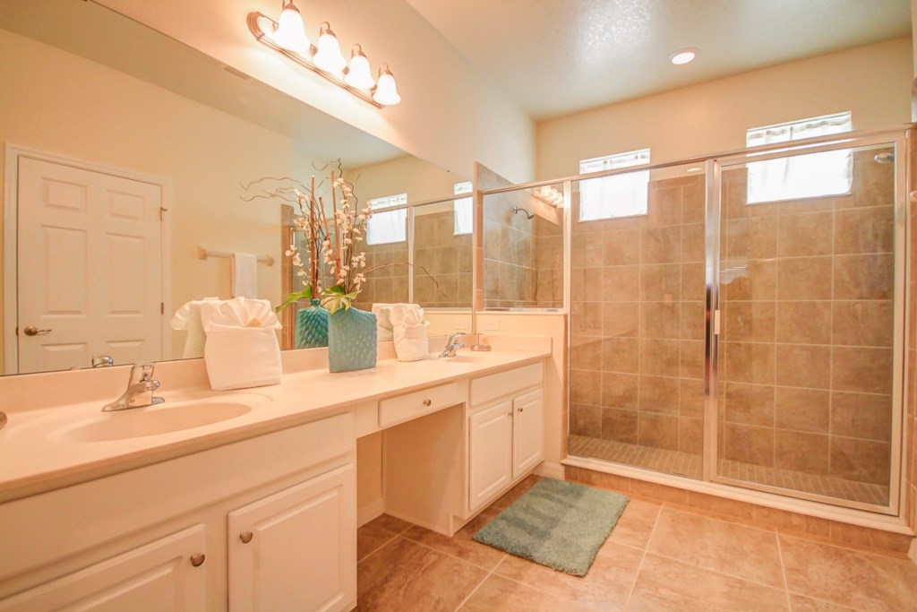 12.Master Bathroom.jpg