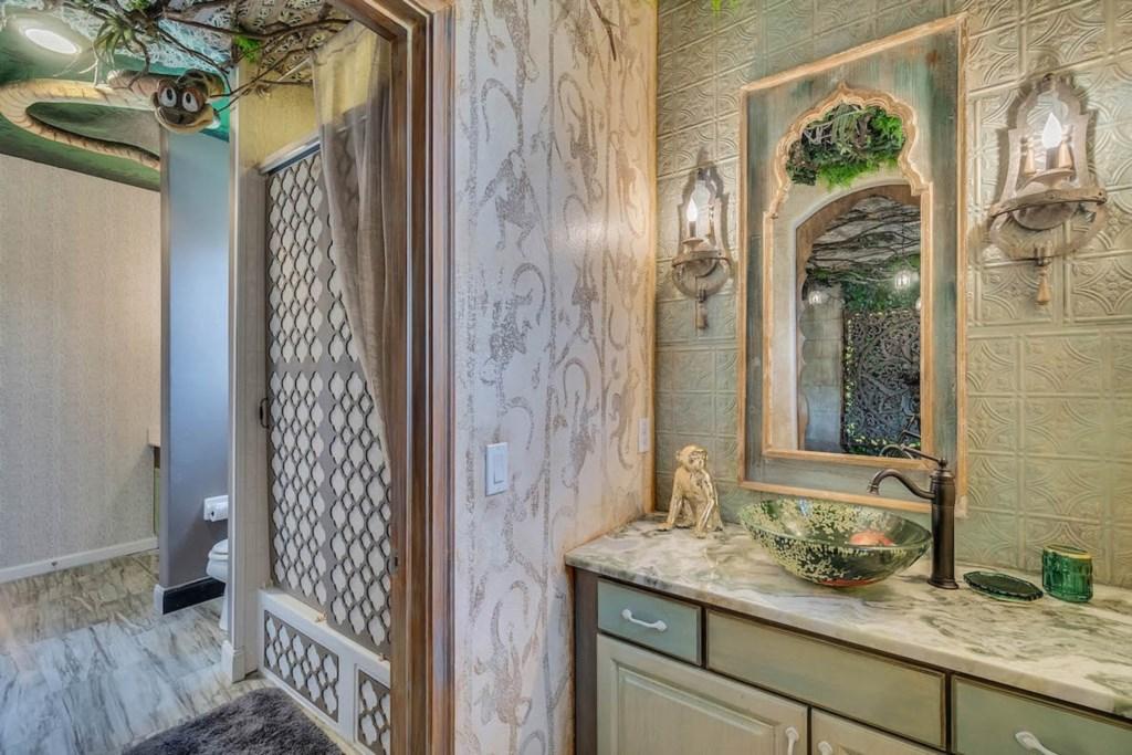 New 216 bathroom.jpg