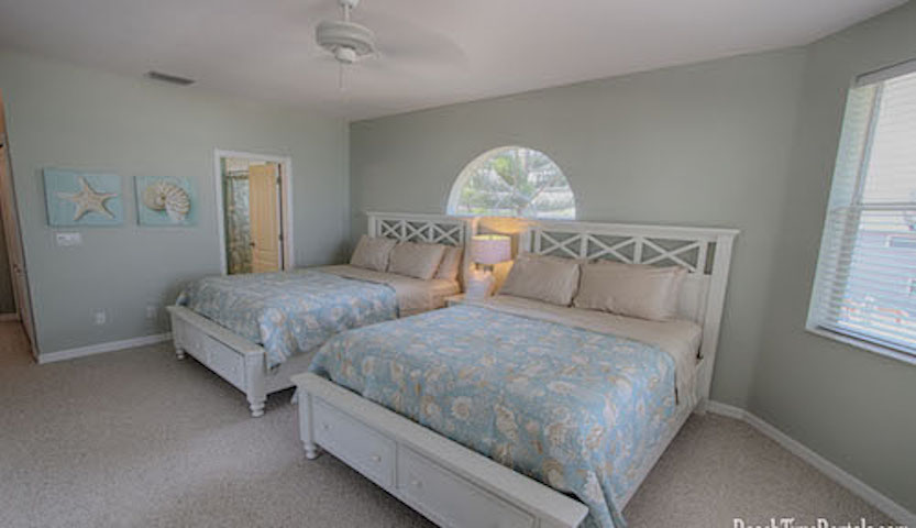 Bedroom with Two Queen Size Beds