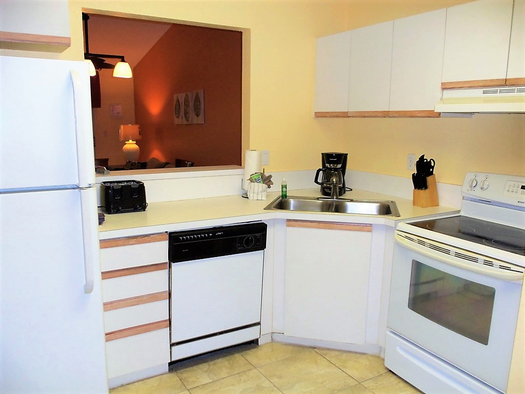 Kitchen 3215.jpg