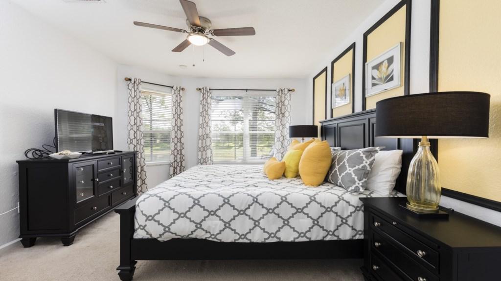 Master Bed 1-2.jpg