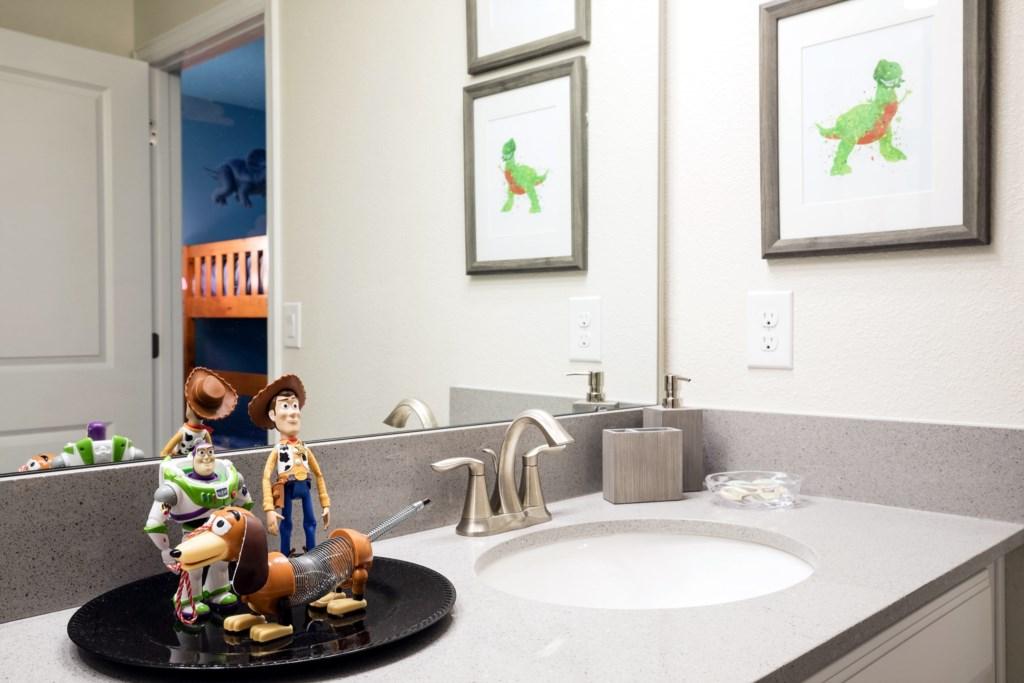 Bathroom 3-Decor.jpg