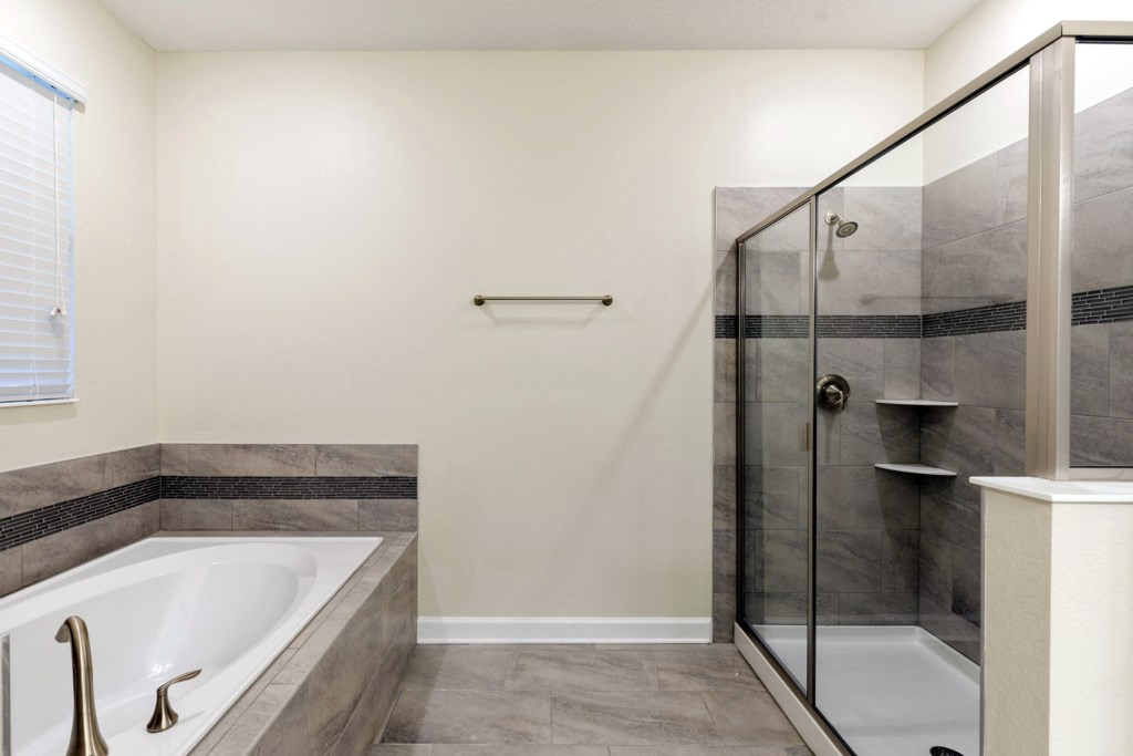 ChampionsgateMasterbathroom1-2CG058