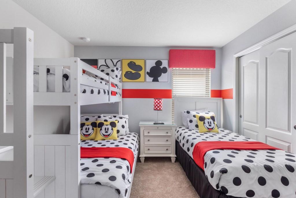 WindsoratWestsideThemedBedroom3WAW009
