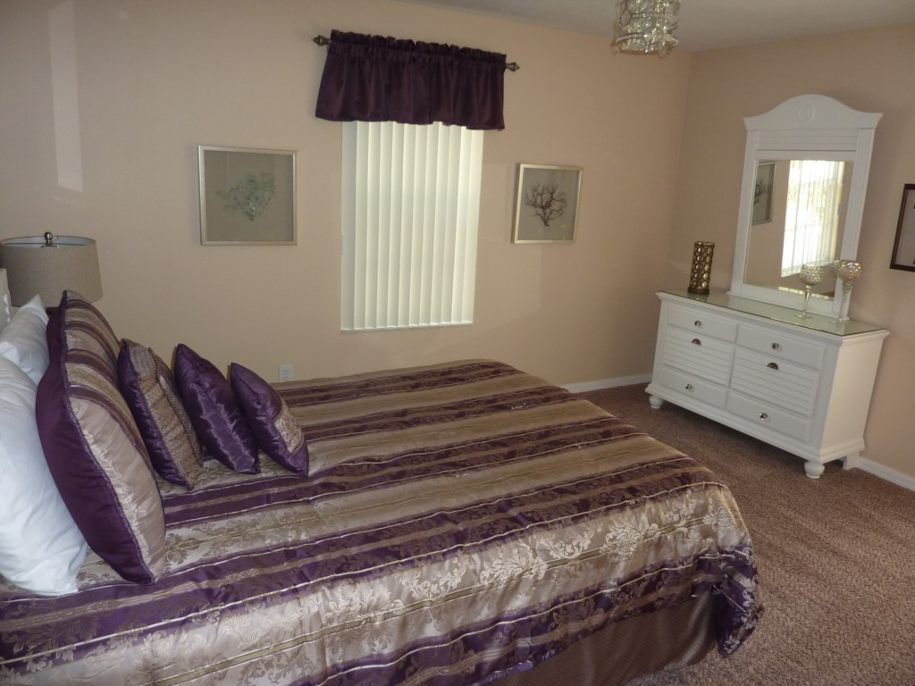 Queen Bedroom 3