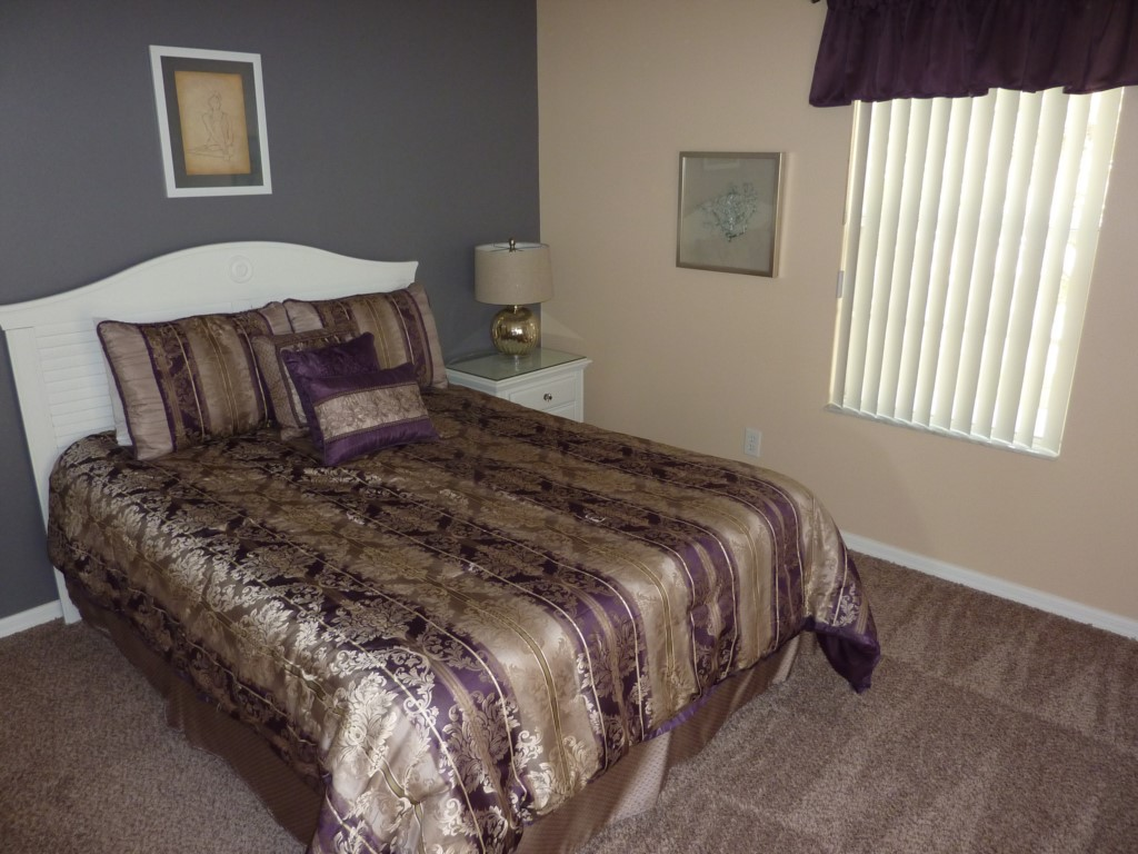 Queen Bedroom 4