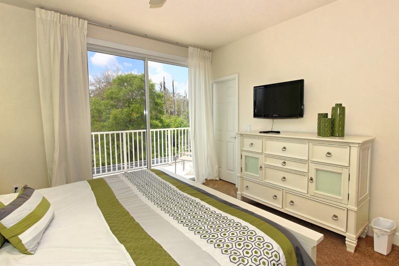 15_King_Bedroom_0721.jpg
