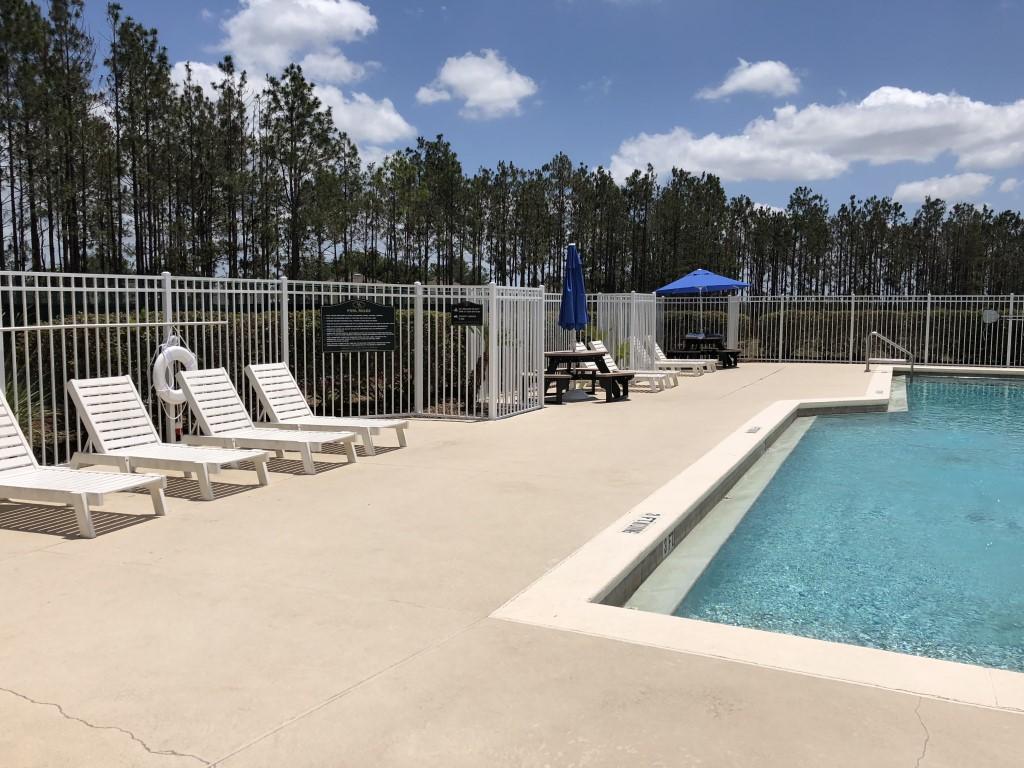 Communal Pool W Sun Loungers
