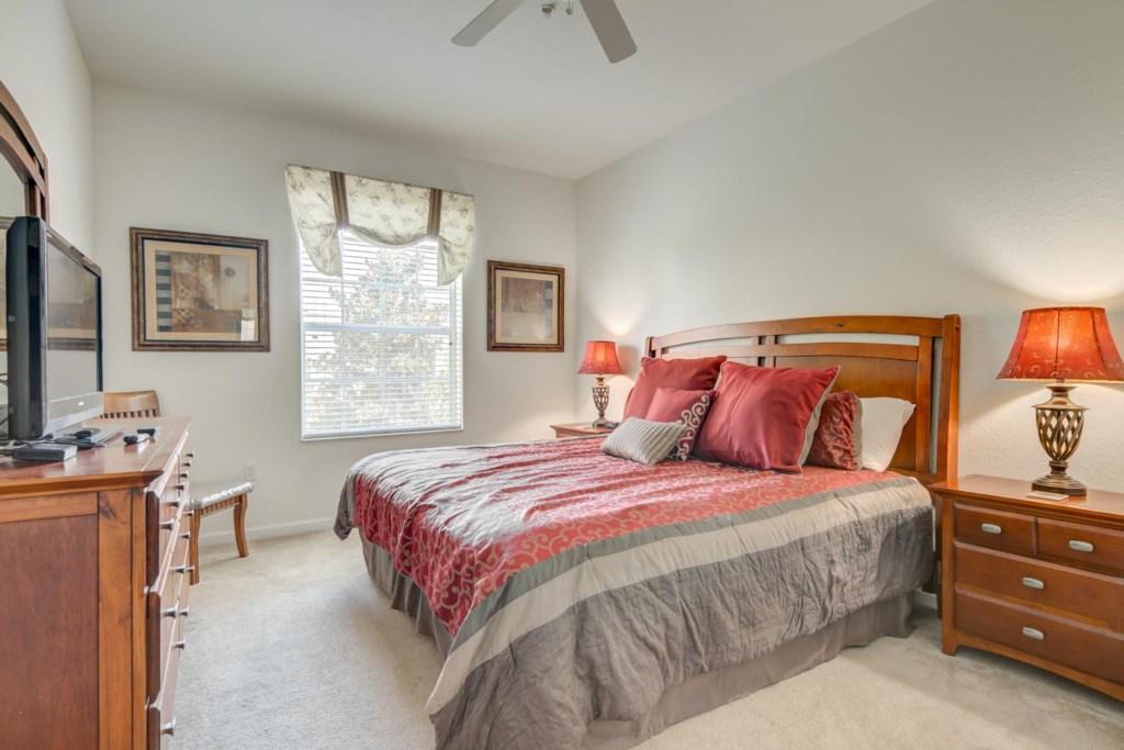 Martin's Windsor Hills Codo - Master Bedroom w/ Queen Bed (1)