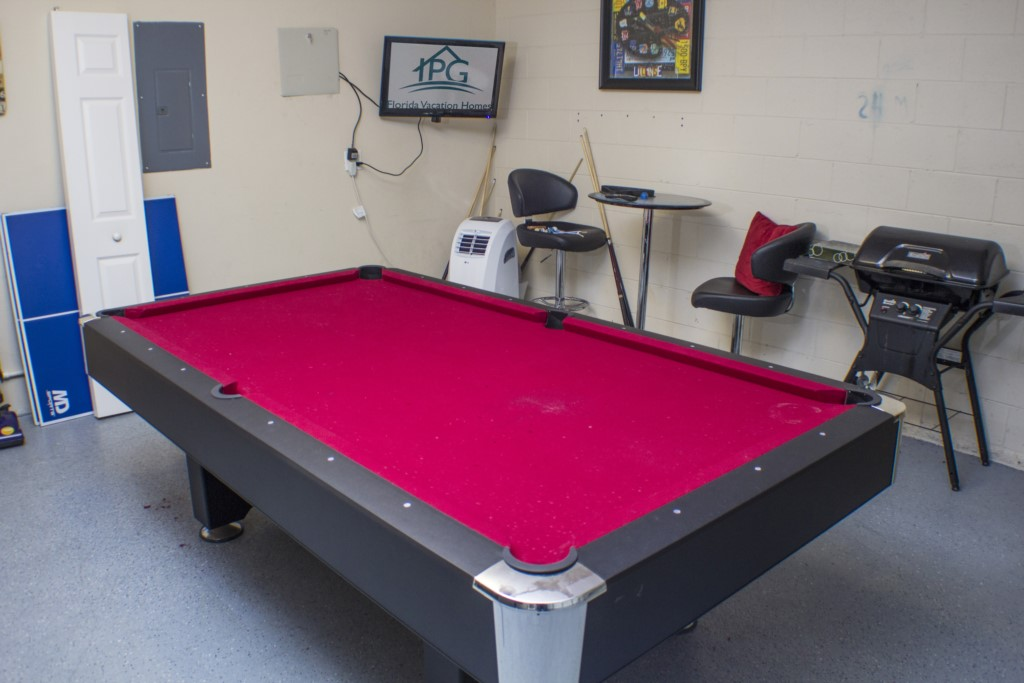 Games Room - Ping Pong & Pool Table