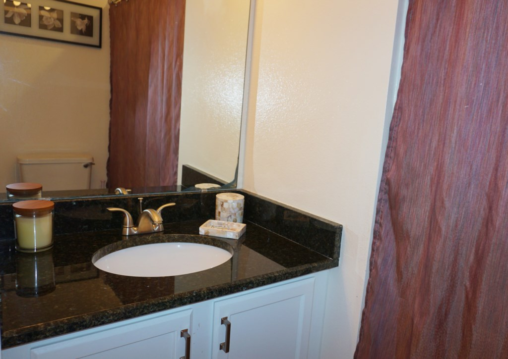 Queen Bathroom Suite