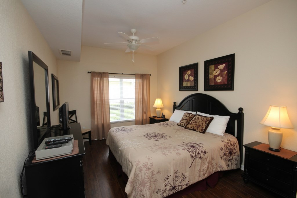 KING MASTER BEDROOM ON FIRST FLOOR