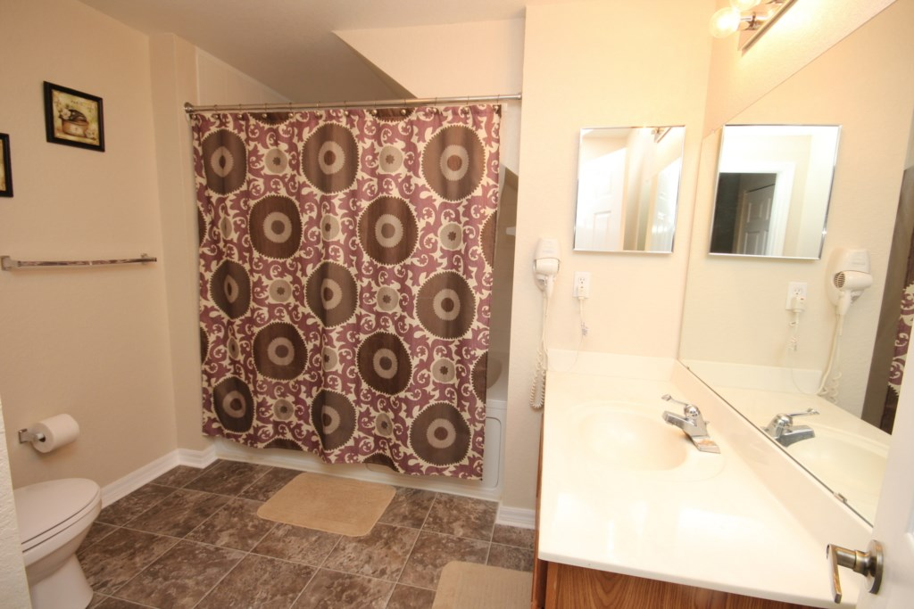ENSUITE BATHROOM FROM KING BEDROOM