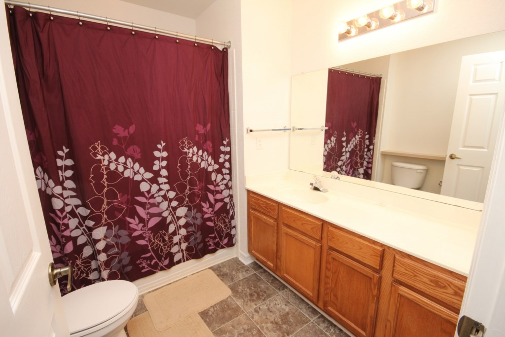 UPSTAIRS ENSUITE BATHROOM