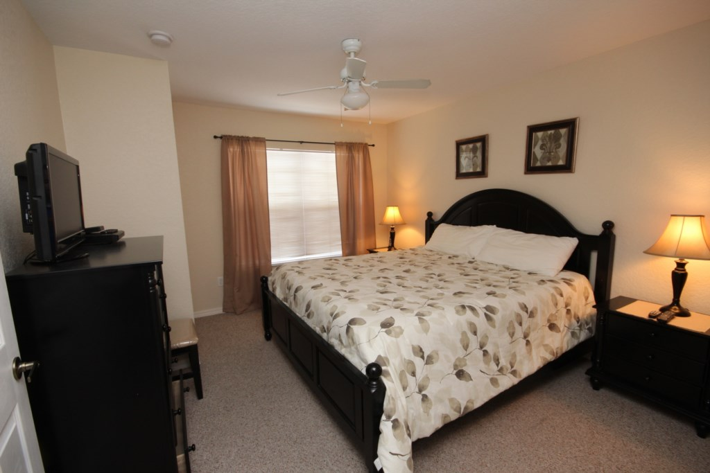 UPSTAIRS KING BEDROOM