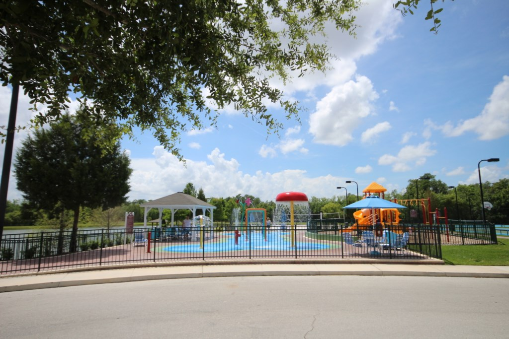 COMMUNITY KIDS SPLASH PAD