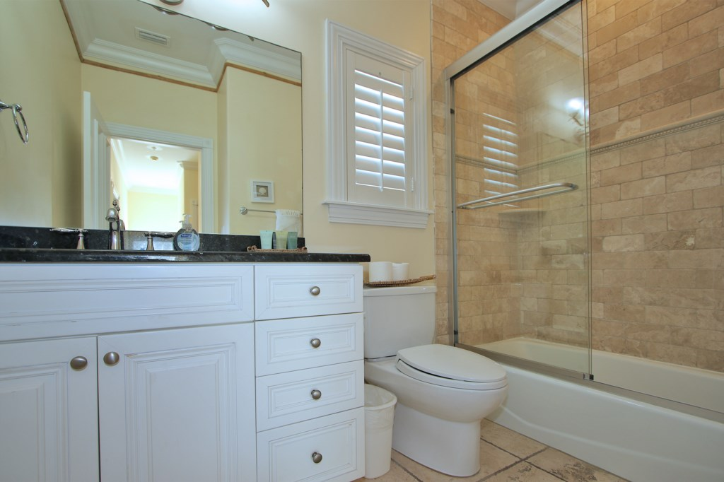 Shared full bathroom - Third Floor