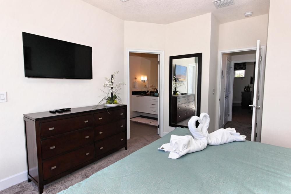 10_King_Bedroom_0721.jpg