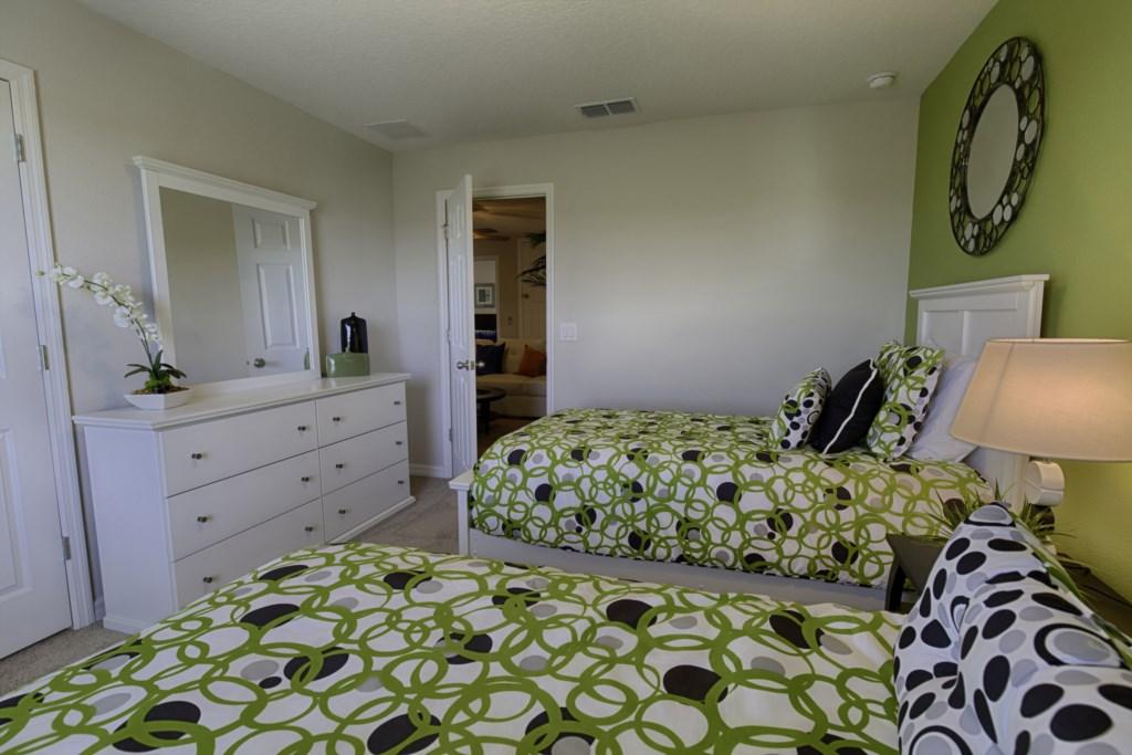 17_Twin_Bedroom_0821.jpg