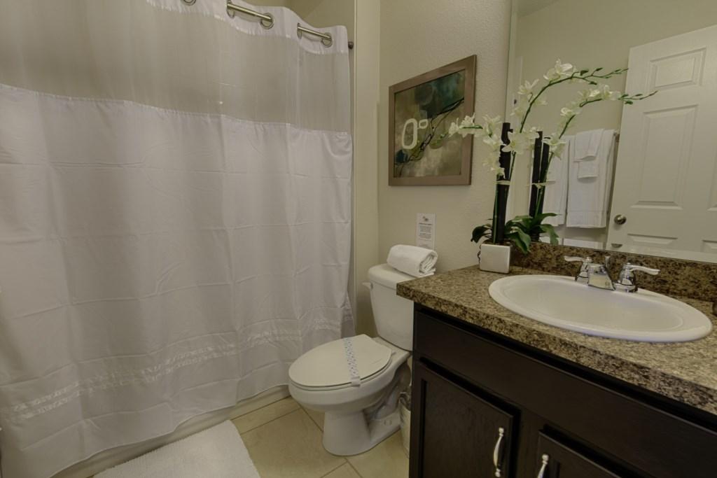 20_Bathroom_0821.jpg