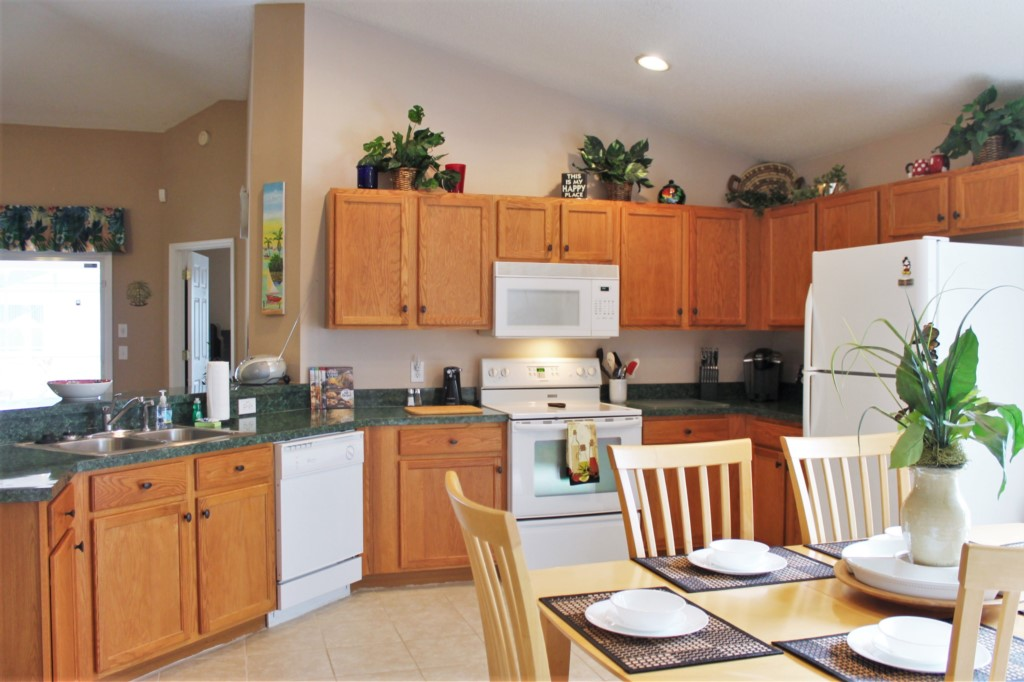 Open Concept Kitchen with Serving Bar!